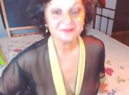 أمي الناضجة مع كس محلوق