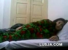 فتاة باكي مارس الجنس من قبل صديقها
