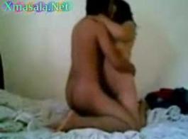رجل يرضع امرأة