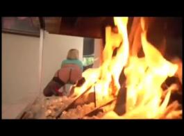 رائع جبهة مورو مع منحنيات فخمة يغوي فتاة جامعية الساخنة في عرض كاميرا ويب ويخدمها للعملاء