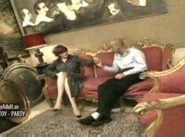 الرجل العجوز يجب أن يمارس الجنس مع جبهة مورو ناضجة في منزله