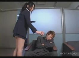 السيدة الأكبر سنا تعطي أجنبي لممارسة الجنس الشرجي