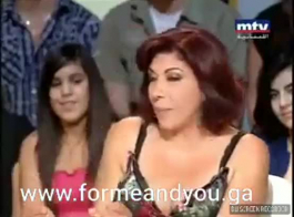 مسمار مسلم منحرف العصي أصابع داخل الأحمق عاهرة لإرضاء أمي الساخنة