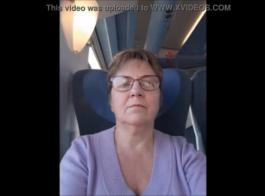 التقى أمي المعلم بعد الإثارة في فتاة آسيوية قرنية في الهواء الطلق حيا غسل الثدي