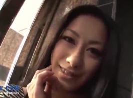 امرأة سمراء جبهة مورو مارس الجنس بجد في الحمار