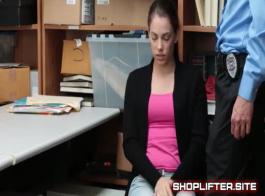 مشى لص في سن المراهقة على والديها ممارسة الجنس مع صديقها