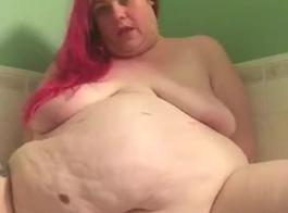 فتاة الساخنة الدهون تمتص الديك ضخمة