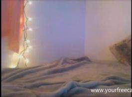 مذهل عشاق في سن المراهقة مارس الجنس من قبل جارتها على كاميرا ويب