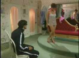 المرأة الإيطالية ممارسة الجنس مع رجل آخر، أمام كاميرا خفية، طوال الليل.