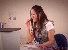 رائعتين في سن المراهقة الشرقية مارس الجنس والجود الخلفي.