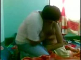 قرر الرجل الزوجي قرنية الغش على زوجته، لأنها تمتص ديك بدلا من العمل.