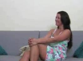 فتاة قرنية تريد أن تكون ناقتيا لأنها تحب حقا أن يمارس الجنس مع هذا.