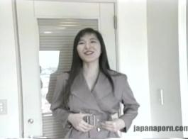 كان هون اليابانية يلعب ألعاب الفيديو، لكن صديقته كانت استمناء بدلا من تشغيل مقاطع الفيديو.